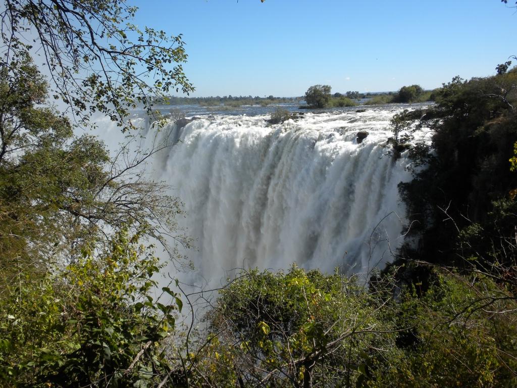 Livingston les chutes victoria du cot de la zambie for Chutes victoria piscine du diable
